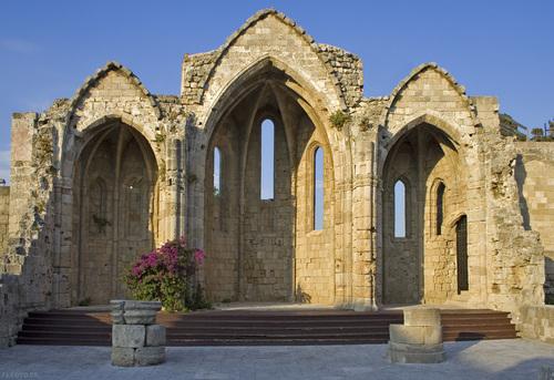 castle-ruin-in-rhodes-town
