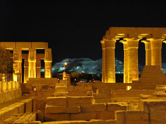 Luxor Tempel bei Nacht