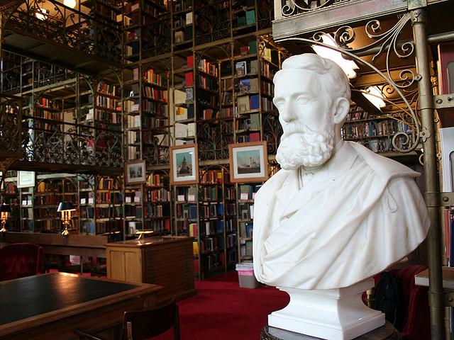 лучшие отели с библиотеками